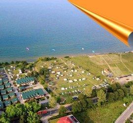 Camping i pole namiotowe Pomarańczowe.