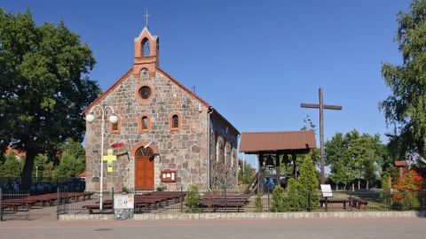 Kościół w stylu neoromańskim w Rowach