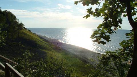Plaża i promenada w Jastrzębiej Górze