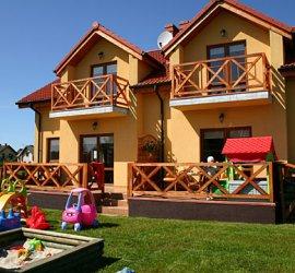 Willa Róża - domy wakacyjne w Rowach